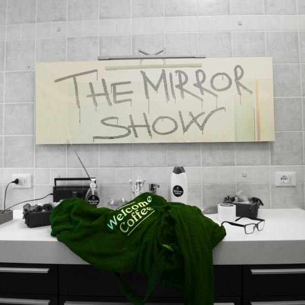 "Su Rockit la prima recensione di ""The Mirror Show"""